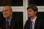 Předvolební debata s kandidáty na prezidenta republiky proběhla 16. listopadu v Krajské vědecké knihovně v Liberci za účasti všech kandidátů kromě současného prezidenta Miloše Zemana. Na snímku zprava Marek Hilšer a Petr Hannig.