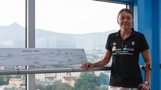 Markéta Pechová ve svých čtyřiceti letech přeplavala La Manche. Stala se tak první handicapovanou ženou, které se to podařilo.