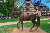 Bronzový kůň od Michala Gabriela.