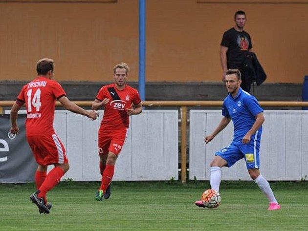 DANIEL BARTL (vpravo) ve svém prvním přípravném utkání v libereckém dresu proti německému Zwickau.