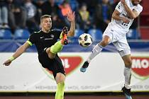 Čtvrtfinále fotbalového poháru MOL Cupu: FC Baník Ostrava - FC Slovan Liberec, 3. dubna 2019 v Ostravě. Na snímku (zleva) Jan Mikula a Kuzmanovič Nemanja.