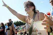 PIVNÍ SLAVNOSTI PŘILÁKAJÍ KAŽDÝ ROK TISÍCE LIDÍ. Pivovar Svijany pořádá každý rok ve Svijanském Újezdě Pivní slavnosti. Mezi lidmi patří k nejoblíbenějším akcím léta. Každý rok se sem sjíždějí tisíce milovníků této regionální značky.