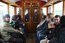 Svézt se historickou tramvají, typu 6MT z roku 1953, mohli zájemci na velikonoční pondělí 1. dubna na trase Liberec – Jablonec nad Nisou.
