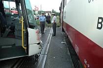 Ilustrační foto: Srážka vlaku s autobusem