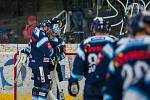 Dohrávka zápasu 11. kola Tipsport extraligy ledního hokeje se odehrála 26. února v liberecké Home Credit areně. Utkaly se celky Bílí Tygři Liberec a HC Dukla Jihlava. Na snímku zleva Ladislav Šmíd a Roman Will.