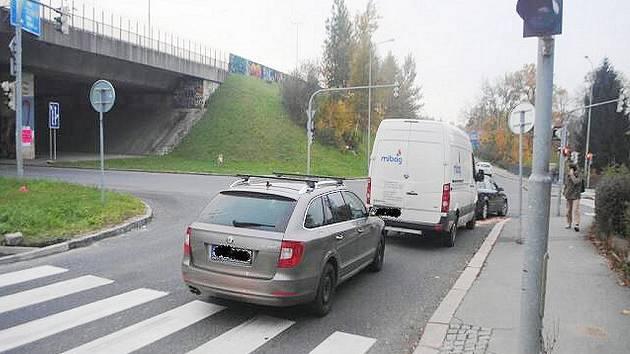 Bouračka v Žitavské ulici.
