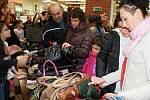 Kabelkový bazar v OC Foru. Třetí ročník bazaru pořádal tradičně Liberecký deník.