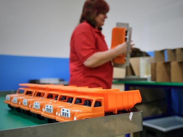 MINITATROVKY montují v libereckém Novoplastu na třech stanovištích.