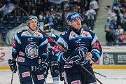 Utkání 23. kola Tipsport extraligy ledního hokeje se odehrálo 19. listopadu v liberecké Home Credit areně. Utkaly se celky Bílí Tygři Liberec a HC Kometa Brno. Na snímku vpravo Marek Kvapil a vlevo Michal Bulíř.