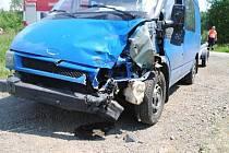 JEL MOC BLÍZKO a již nestačil zareagovat. Provinilý řidič nedodržel předepsanou vzdálenost mezi vozidly a zezadu narazil do auta, které brzdilo kvůli zastavení. Přitom by stačilo jen více ohleduplnosti na silnicích a dodržování stanovených pravidel...