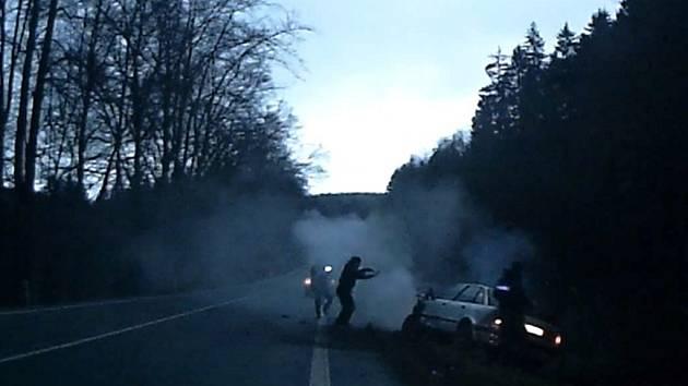 Policisté pronásledovali nebezpečného řidiče.