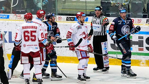 3. zápas finále Bílí Tygři Liberec – HC Oceláři Třinec