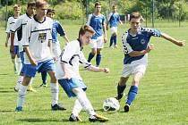 NA ZÁVĚR LIGY VÝHRA. Těsnou výhrou se loučili starší žáci Slovanu se soutěží. Na snímku vpravo je liberecký Khun.