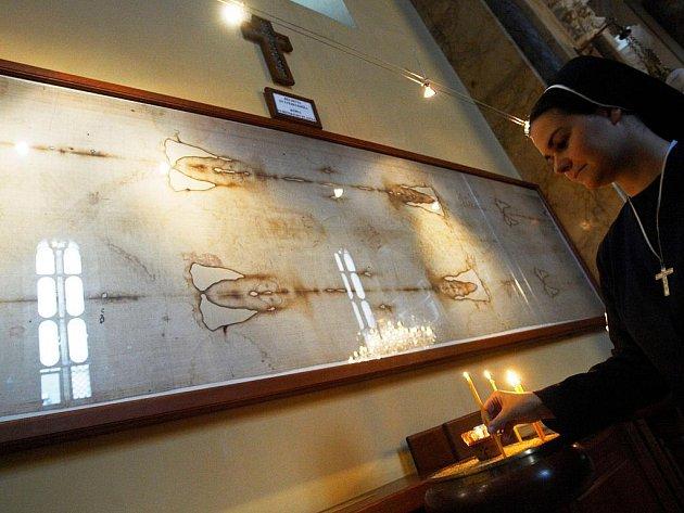 JEDNU ZE ČTYŘ KOPIÍ TURÍNSKÉHO PLÁTNA si věřící a poutníci mohou prohlédnout v řeckokatolické katedrále svatého Jana Křtitele v Prešově. Vzácný dar dostala katedrála v roce 2003.