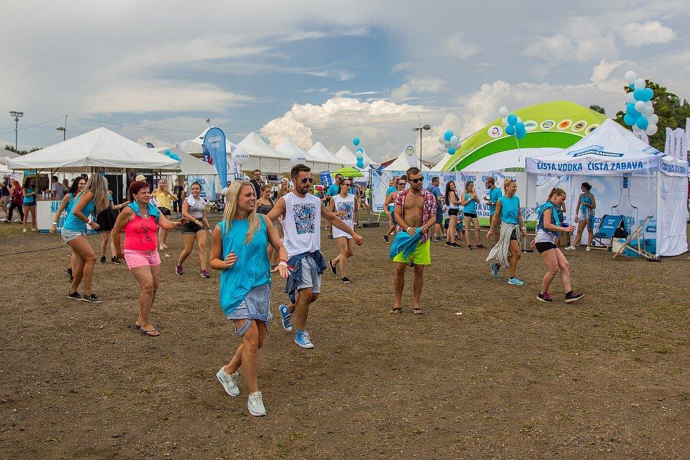 Ve sportovním areálu Vesec v Liberci pokračoval 27. července 26. ročník hudebního festivalu Benátská!