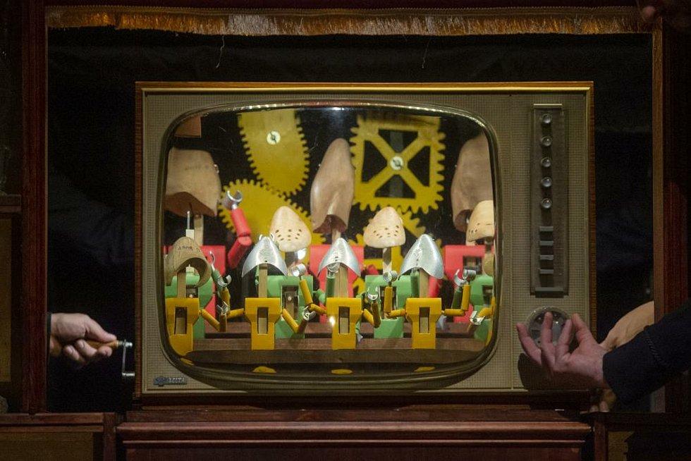 Nejnovější  představení Naivního divadla Kabinet zázraků neboli Orbis pictus.