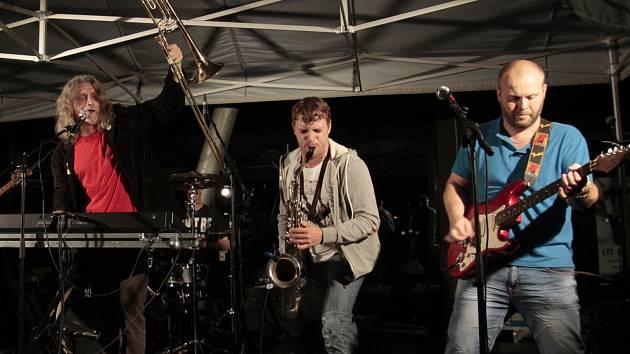 VRAŤÁK. První ročník festivalu ve vratislavických Desítkách nabídl osm regionálních kapel.
