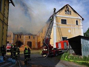 Požár víceúčelového objektu v Jindřichovicích pod Smrkem