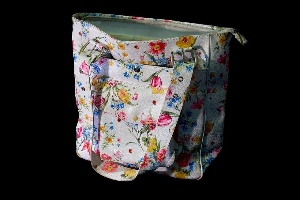 Dražební kabelka.