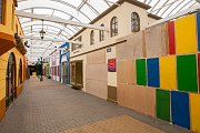 Opuštěné nákupní centrum Babylonské městečko v zábavním centru Babylon v Liberci dne 16. května.