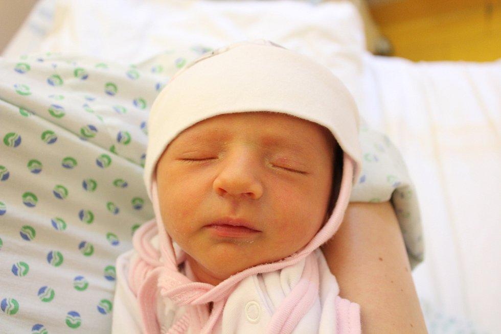 Anna Popovičová. Narodila se 2. listopadu v liberecké porodnici mamince Aleně Červinkové z Nového Města pod Smrkem. Vážila 2,79 kg a měřila 48 cm.