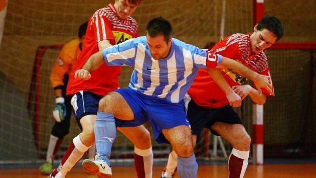 Interma porazila béčko Dalmachu. Mezi hráči Turnova je v pruhovaném kapitán liberecké Intermy.