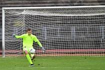 Béčko Liberce uspělo proti Chlumci nad Cidlinou na penalty. Na snímku brankář Slovanu Lukáš Hasalík.