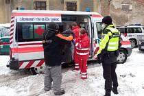 Český červený kříž spolu s libereckou městskou policií pomohl lidem bez domova