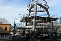 Heliport. TAK ŠEL ČAS s heliportem v liberecké nemocnici. S jeho stavbou se v areálu začalo v září, dokončení se ale o několik měsíců posouvá.