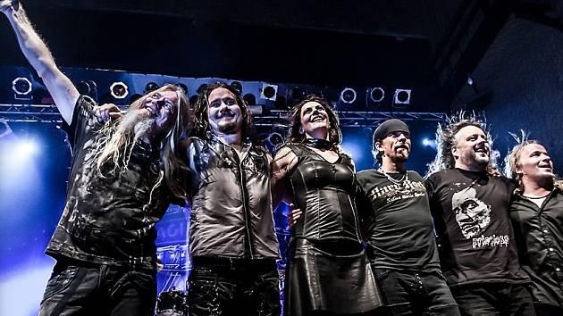NIGHTWISH se zpěvačkou Floor Jansen kterou už fanoušci mohli vidět na konci šňůry Imaginaerum World Tour.