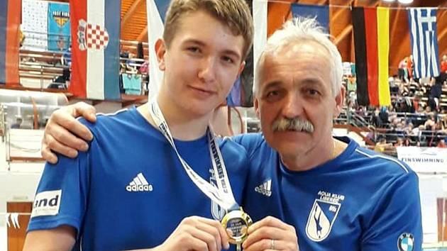 Vladimír Beneš (vpravo) s jedním ze svých svěřenců.