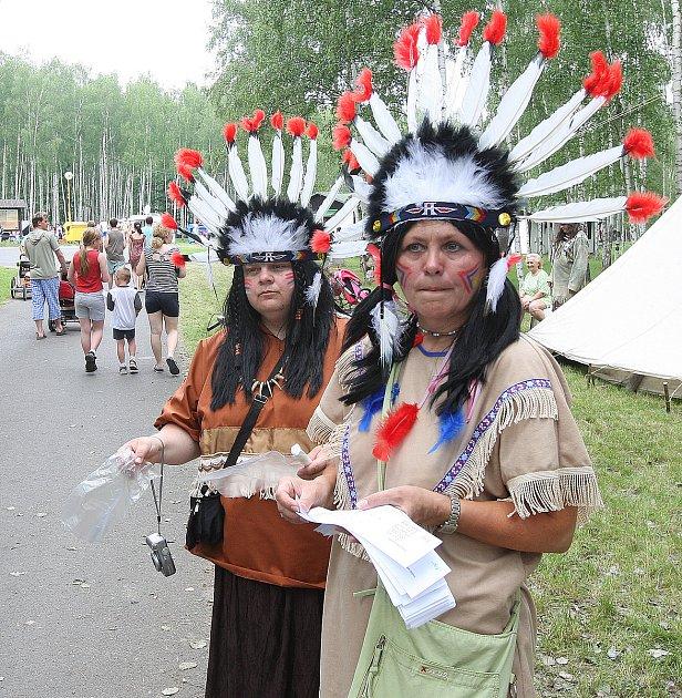 UHrádku nad Nisou na Kristýně si pořadatelé připravili pro děti pochod indiánskou stezkou splněním různých her a úkolů, 2008.