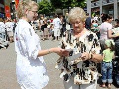 Den s Deníkem 2008. Program a doprovodné akce obohatili aktivisté bojující za výstavbu hospicu v Libereckém kraji.