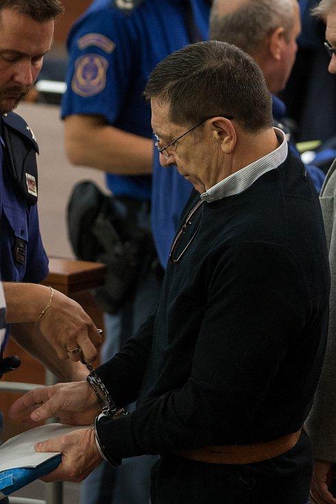 Šetření případu rozsáhlé výroby amfetaminu určeného pro švédský trh začalo 10. října u krajského soudu v Liberci. Na snímku je obžalovaný Tibor Karnel.