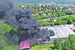 Fotografie z dronu pondělního požáru v Severochemě.