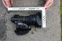 Objektiv kamery, který muž ukradl.