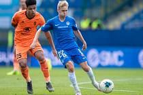 Michal Beran v modrém dresu Slovanu Liberec.