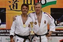 MEDAILISTÉ Z JUDO CLUBU LIBEREC. Vlevo Lubomír Šindelář, vpravo Milan Vágner.