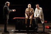 Generální zkouška černé komedie o vzniku rudé mumie, Leninovi balzamovači, proběhla 6. prosince v Malém divadle libereckého Divadla F. X. Šaldy. Premiéra bude 8. prosince. Na nsímku zleva Martin Polách jako vědec Boris, Václav Helšus jako Lenin a Zdeněk K