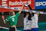 Sportovní liga základních škol o Pohár ministryně školství ve volejbale vrcholí republikovým finále v Liberci. Na snímku semifinálový zápas mezi týmy ZŠ Vítězslava Hálka - Aero Odolena Voda (v bílém) a ZŠ Brdičkova, Praha (v zeleném) z 1. června.