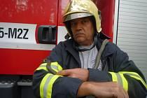 Nebezpečí hned po příjezdu hasičů pominulo. Nejednalo se totiž o žádného exotického zabijáka, ale jen o užovku. Tu hasiči chytli do pytle a odvezli do lesa k rybníku, kde už nikomu nebude nahánět hrůzu.