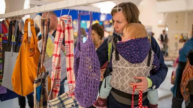 V nabídce budou desítky originálních ručně šitých tašek.