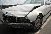 VE SVODIDLECH skončila mladá řidička BMW.