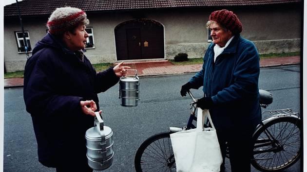 SUPERMARKETY JSOU DALEKO. Na vesnicích jsou hlavně starší lidé vděční za to, když mají obchůdek na dosah.