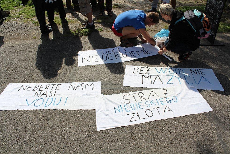 Aktivisté z Česka, Polska i Německa se sešli na Kristýně, aby společně vypluli na protestní plavbu do Polska, a vyjádřili tak nesouhlass plánovaným rozšířením a prohloubením polského dolu Turów.