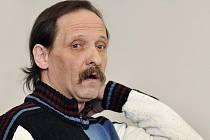 Obžalovaný Josef Kužion u Krajského soudu v Liberci, kde 3. března začalo hlavní líčení v případu pokusu vraždy mezi bezdomovci.
