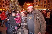 Vánoční strom rozjasnil liberecké náměstí