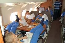 DLOUHÉ ČEKÁNÍ NA LET. Cesta do Kazachstánu byla před pěti lety úmorná, fotbalisté strávili nekonečné hodiny čekáním na odlet letadla z Pardubic.
