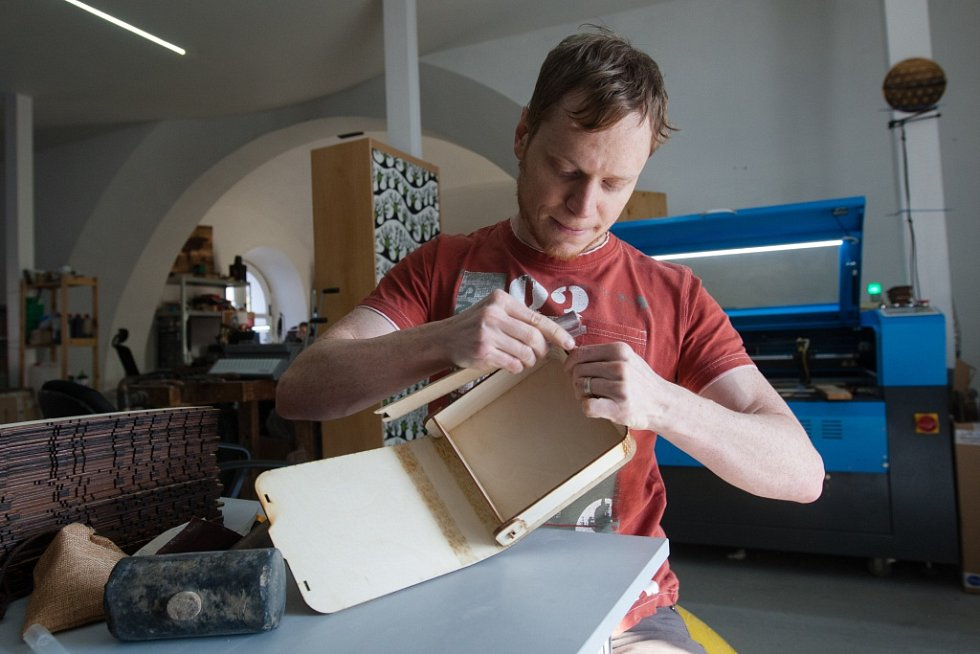 Matyáš Veselý má na kontě několik stolních her. Některé sám vymyslel, jiným navrhl design.