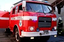 Z bývalé továrny stoupal dým. Dobrovolní hasiči z příhraniční oblasti trénovali s polskými kolegy zásah u požáru fabriky.